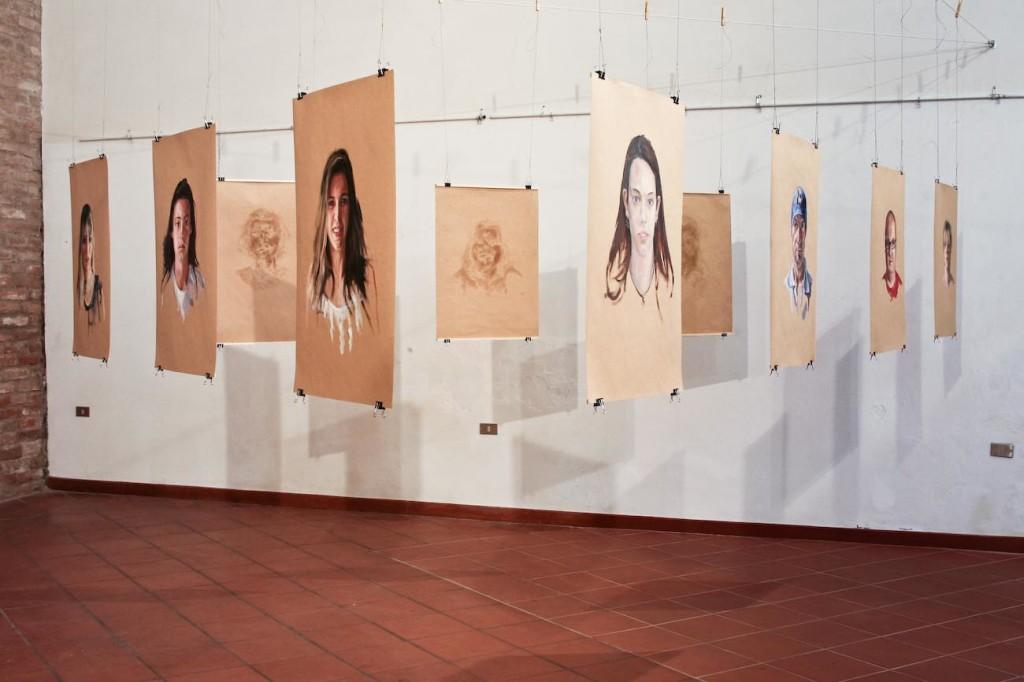 Inside-out - 2012 - installazione, 10 ritratti olio su carta - cm 70x50